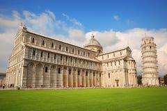 Piazza dei Miracoli kompleks i Oparty wierza Pisa, Włochy Obrazy Royalty Free