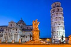 Piazza dei Miracoli z Oparty wierza Pisa Obraz Royalty Free