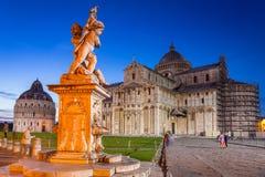 Piazza dei Miracoli z Oparty wierza Pisa Fotografia Stock