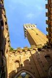 Piazza del园地是锡耶纳大广场有在Palazzo Pubblico的看法 库存图片