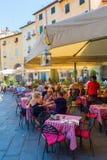 Piazza del Anfiteatro在卢卡,托斯卡纳,意大利 库存图片