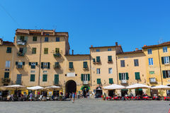 Piazza del Anfiteatro在卢卡,托斯卡纳,意大利 免版税库存照片