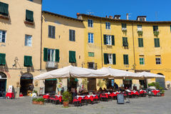 Piazza del Anfiteatro在卢卡,托斯卡纳,意大利 免版税图库摄影
