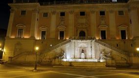 Piazza del Campidoglio Fontein nacht Rome, het stock video