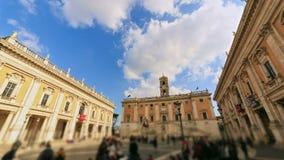 Piazza del Campidoglio, sulla cima di Capitoline stock footage