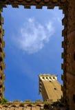 Piazza del Campo es la plaza principal de Siena con la opinión sobre Palazzo Pubblico Foto de archivo