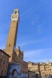Piazza Del Campo jest głównym placem Siena z widokiem na Palazzo Pubblico zdjęcia stock