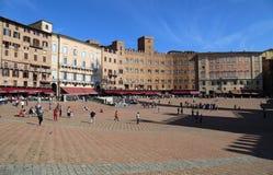 Piazza del Campo stadfyrkant i Siena, Italien Royaltyfria Foton
