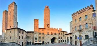 piazza del Duomo在日落的圣Gimignano,托斯卡纳,意大利 库存图片
