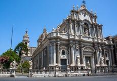 Piazza del Duomo a Catania e la cattedrale di Santa Agatha a Catania in Sicilia, Italia Immagine Stock Libera da Diritti