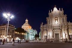 Piazza del Duomo a Catania entro la notte Fotografia Stock