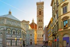 Piazza del Duomo en kathedraal van Santa Maria del Fiore in Florence, Italië stock afbeelding