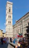 Piazza del Duomo a Firenze con una vista del campanile da Giotto Immagini Stock