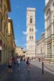 Piazza del Duomo a Firenze con una vista del campanile da Giotto Fotografie Stock Libere da Diritti