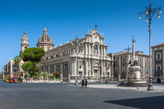 Piazza del Duomo i Catania med elefantstatyn Royaltyfri Foto