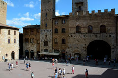 Piazza del Duomo vierkant in de stad van San Gimignano in Toscanië, Italië Stock Foto's