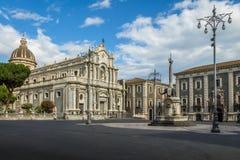 Piazza Del Duomo z katedrą Santa Agatha i słoń Rzeźbi fontannę - Catania, Sicily, Włochy Obrazy Stock