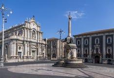 Piazza Del Duomo z katedrą Santa Agatha i słoń Rzeźbi fontannę - Catania, Sicily, Włochy Zdjęcia Royalty Free