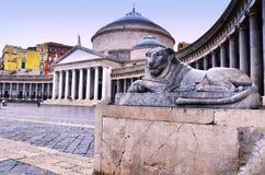 Piazza del Plebiscito och kyrkan av San Francesco di Paola, Naples, Italien Arkivbilder
