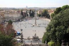 在广场del Popolo,罗马,意大利的埃及方尖碑 图库摄影