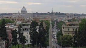 Piazza del Popolo, cuadrado grande en Roma con el obelisco egipcio de Ramesses metrajes