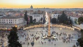 Piazza del Popolo es un cuadrado urbano grande en Roma, Italia Timelaps almacen de video