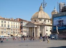 Piazza del popolo i Rome med dess forntida egyptiska obelisk Royaltyfri Foto