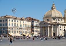 Piazza del popolo i Rome med dess forntida egyptiska obelisk Royaltyfri Fotografi