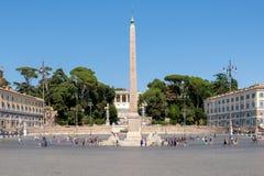 Piazza del popolo i Rome med dess forntida egyptiska obelisk Royaltyfri Bild