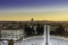 Piazza del Popolo på solnedgången Royaltyfri Bild