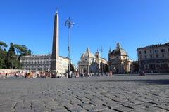 Piazza del Popolo, trängd ihop fyrkant i Rome Arkivfoton