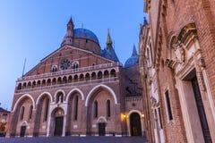 Piazza del Santo e basilica di St Anthony a Padova Fotografia Stock