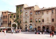 Piazza della Cisterna w San Gimignano, Włochy Obraz Stock