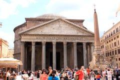 Piazza della Rotonda en het Pantheon in Rome, Italië stock fotografie