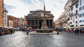 Piazza della rotonda with pantheon in Rome Stock Images