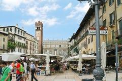 Piazza delle Erbe (Marktvierkant) in Verona, Italië Royalty-vrije Stock Foto