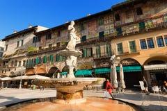 Piazza delle Erbe - Verona Italië Stock Afbeelding