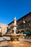 Piazza delle Erbe - Verona Italië Stock Afbeeldingen