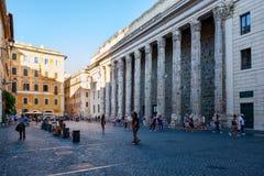Piazza Di Petra με το ναό του Αδριανού στην κεντρική Ρώμη Στοκ Φωτογραφίες