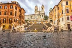 Piazza di Spagna, das spanische Schritte, TrinitÃ-dei Monti-Kirche und Fontana-della Barcaccia oder Brunnen der Barkasse lizenzfreies stockbild