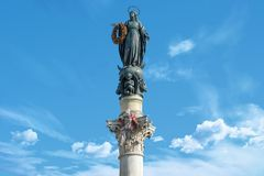 Piazza di Spagna Spanish广场站立有圣母玛丽亚雕象的,罗马, Ital科隆纳小山谷Immacolata 库存图片