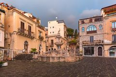 Piazza Duomo em Taormina, Sic?lia, It?lia imagem de stock royalty free