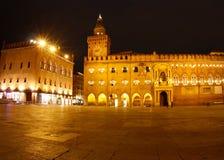 piazza för natt för bolognaitaly maggiore Fotografering för Bildbyråer
