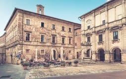 Piazza Grande in Montepulciano, Italien stockbilder