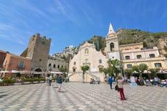 Piazza IX Aprile w Taormina, Sicily, Włochy Kwiecień 17, 2018 fotografia royalty free