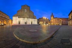 Piazza Maggiore och San Petronio Basilica i morgonen, Bologn Arkivbilder