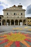 Piazza Montefalco con i fiori Fotografia Stock