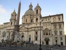 Piazza Navona - Fontein van Vier Rivieren en Sant 'Agnese in Agone stock foto's