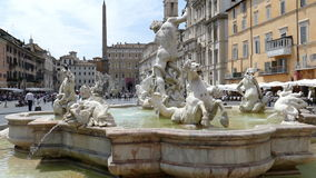 Piazza Navona, Neptunspringbrunn i Rome, Italien stock video
