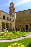Piazza Pio II dans Pienza Toscane Photographie stock libre de droits